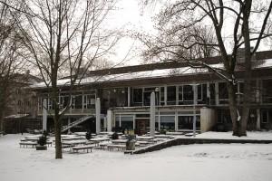 Die Rückseite des Clubhauses im Winter