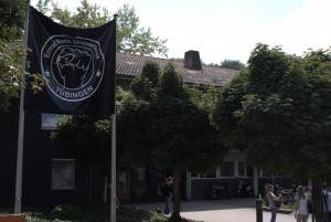 Banner der FSRVV vor dem Clubhaus